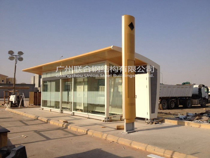 沙特阿拉伯公交车站  Bus Station in Saudi Arabia